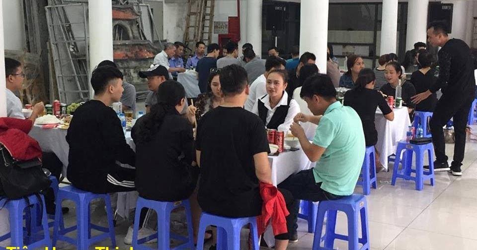 Nấu cỗ ở Lương Văn Can hoàn kiếm ca sỹ Tấn Minh đến dự tiệc