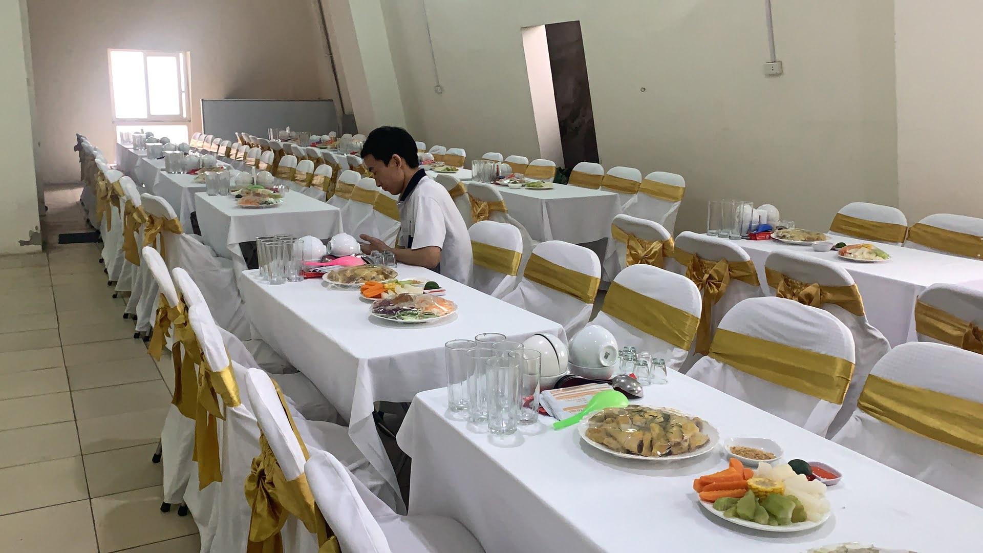 Đặt 25 mâm cỗ tiệc liên hoan công ty chị Hiền ở Cầu Giấy