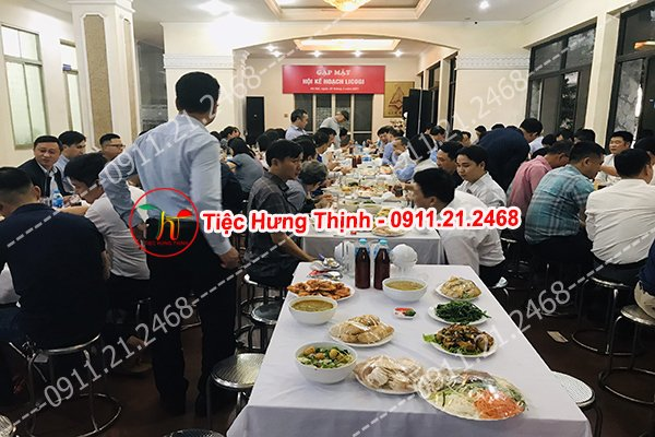 Đặt 20 mâm cỗ tiệc liên hoan công ty nhà chị Định ở Thanh Xuân